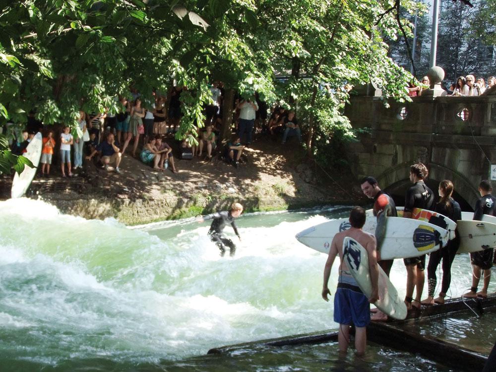 eisbach_surfer